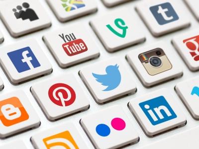 خدمات التواصل الاجتماعي والمواقع